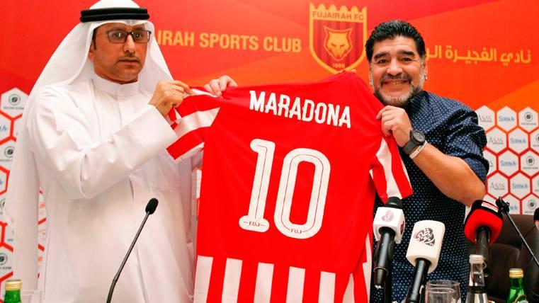 """Maradona dice ahora que celebró """"como un loco"""" el perdón a Messi"""