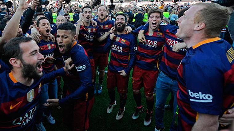 Los jugadores del FC Barcelona, celebrando el último título de Liga