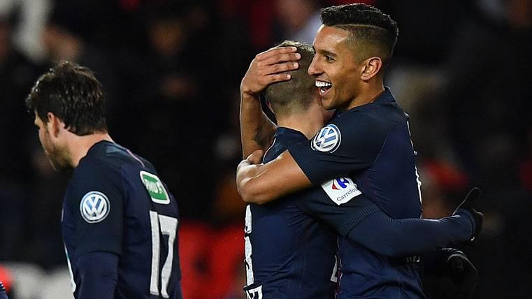 Marquinhos y Marco Verratti, abrazándose después de un gol
