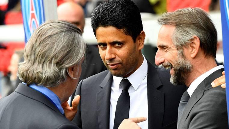 Nasser Al-Khelaifi, en el palco antes de un partido del Paris Saint-Germain