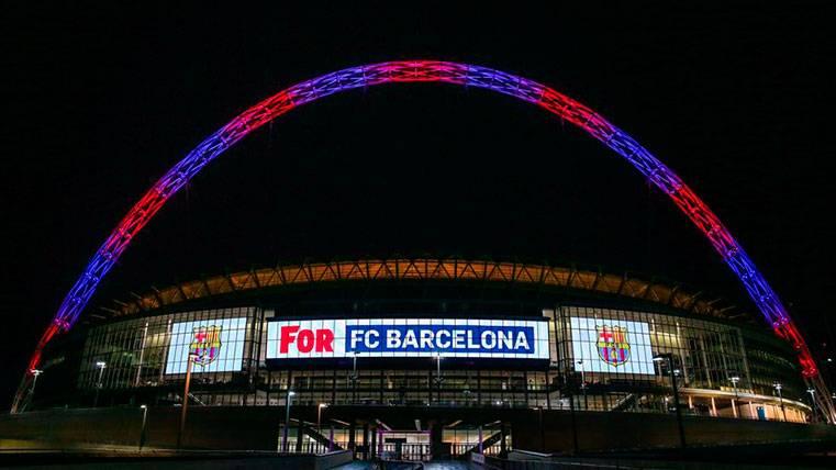 Wembley, iluminado con los colores del Barça como homenaje