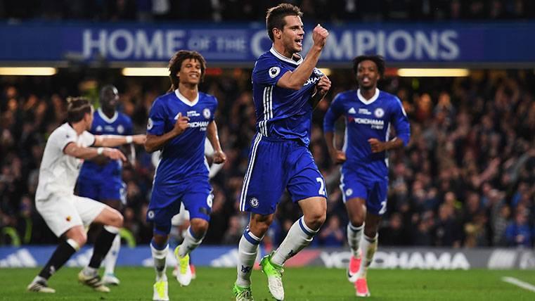 César Azpilicueta celebra un gol con el Chelsea este curso