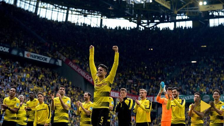 Lágrimas incontenibles de Bartra tras volver con el Dortmund