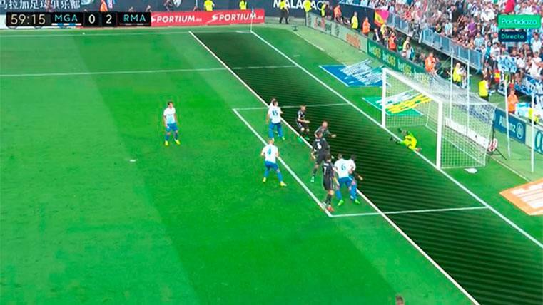Benzema sentenció al Málaga en claro fuera de juego
