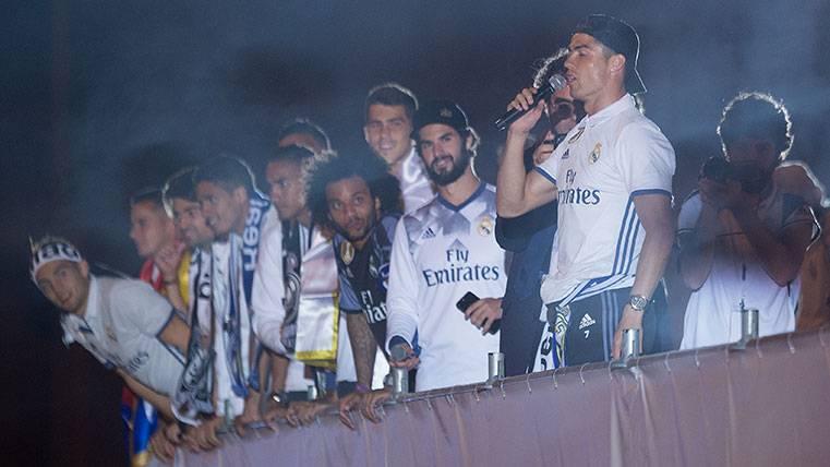 """El """"señorío"""" del Madrid insulta a Piqué en la celebración"""