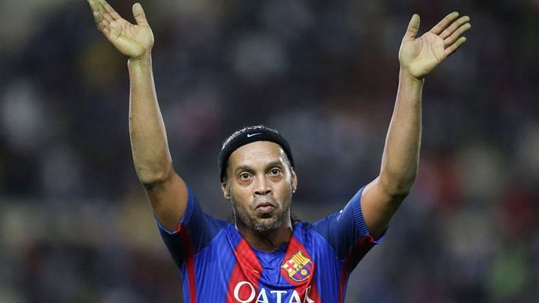 Ronaldinho volverá a vestir de azulgrana en septiembre