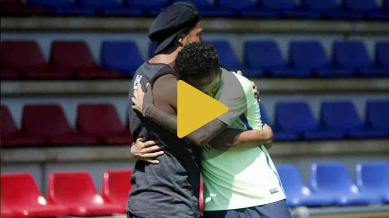"""Ronaldinho Gaúcho se """"coló"""" en el entrenamiento del Barça"""