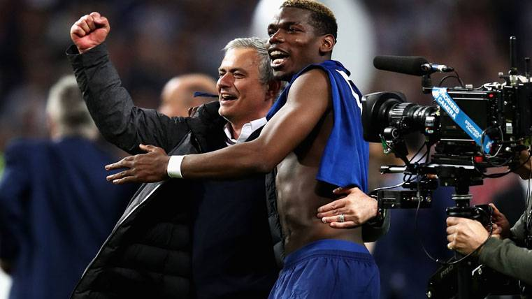 Mourinho y Pogba devuelven al United a la Champions League