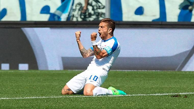 """El debutante """"Papu"""" Gómez, ilusionado por jugar con Messi"""