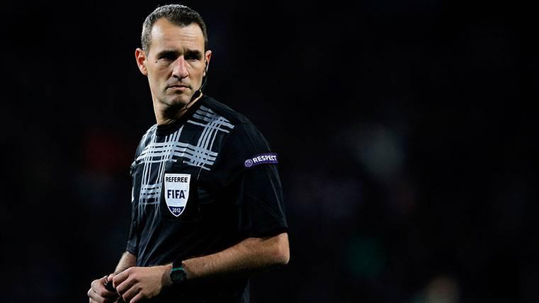 El Barça-Alavés lo arbitra Clos Goméz, azote culé este curso