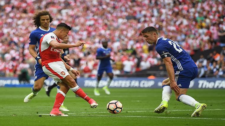 Alexis termina la temporada dándole la FA Cup al Arsenal