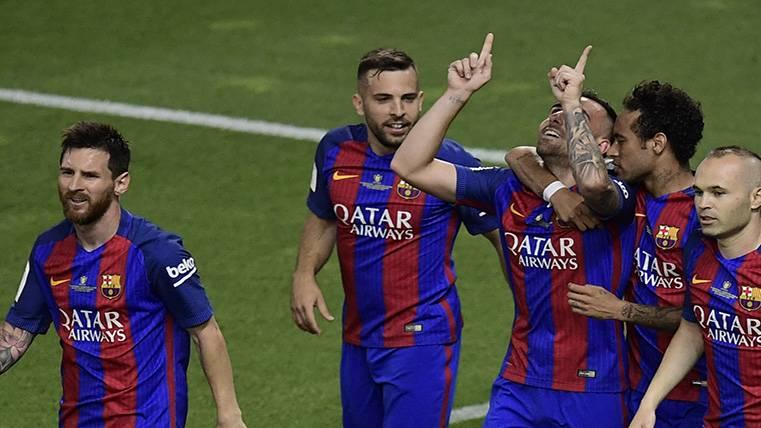"""Jugar al lado de Messi es algo increíble, te regala goles"""
