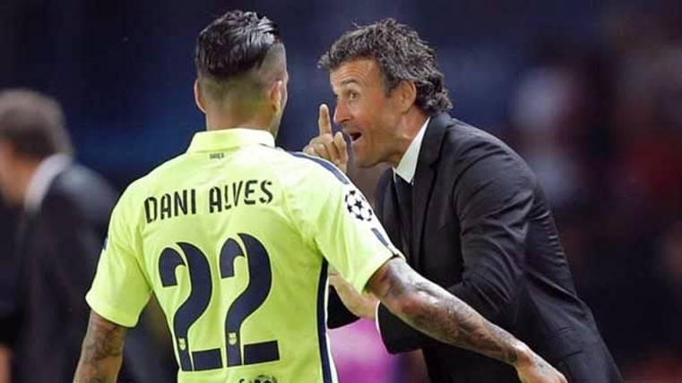 Dani Alves junto a Luis Enrique, en la primera temporada del asturiano en el Barça