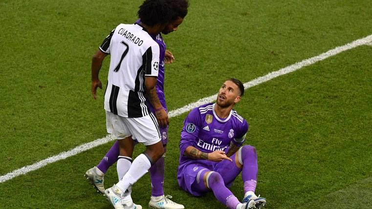 """Rajada de Rio Ferdinand contra el """"teatro"""" de Sergio Ramos"""