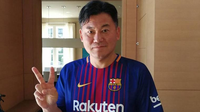 El dueño de Rakuten ya luce la camiseta del Barça 2017-18