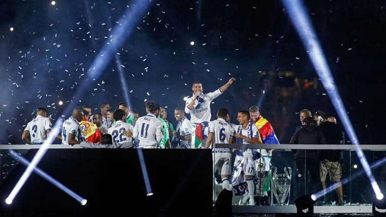 ¡Cristiano se autoproclama Balón de Oro en la fiesta del Madrid!