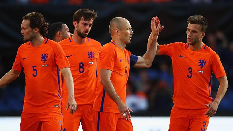 Buen partido de Cillessen en la goleada de Holanda (5-0)