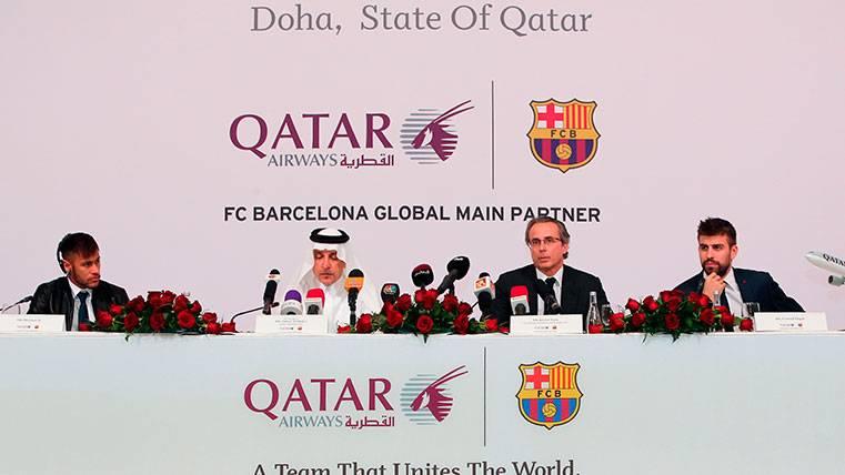 Qatar desaparecerá este sábado del exterior del Camp Nou