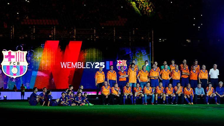 El Barça corona el homenaje a los héroes de Wembley