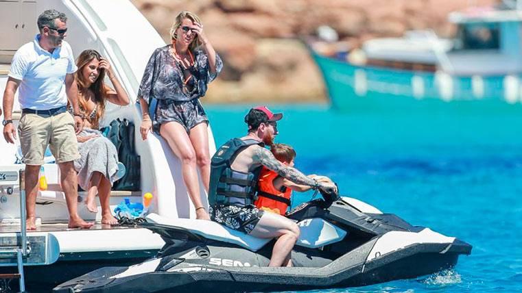 Messi y familia, de vacaciones junto a la de Cesc y Luis Suárez