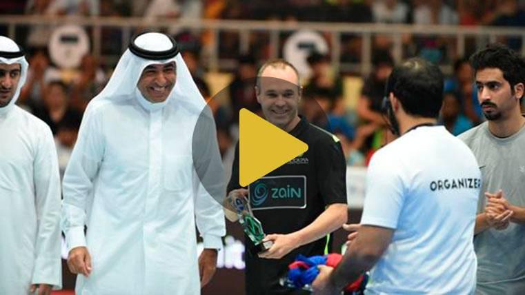 "Andrés Iniesta enamora a Kuwait con su clase ""futsal"""