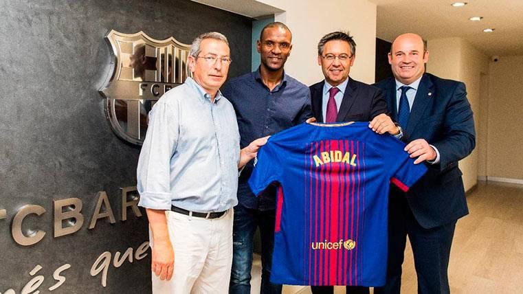 """Abidal, emocionado: """"Un honor transmitir los valores del Barça"""""""