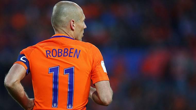 Arjen Robben, una zurda de oro y cristal que piensa en la retirada
