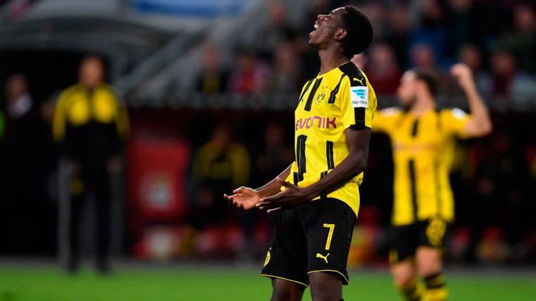 Ousmane Dembélé, lamentando una ocasión fallada con el Dortmund