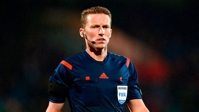 ¡Un árbitro reconoce su grave error anulando un gol al Barça!
