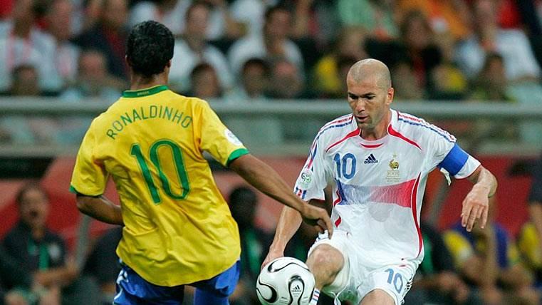 Ronaldinho felicitó a Zidane por lo que ambos dieron al fútbol