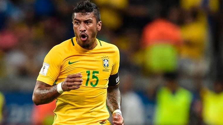 Paulinho, en un partido con al selección de Brasil