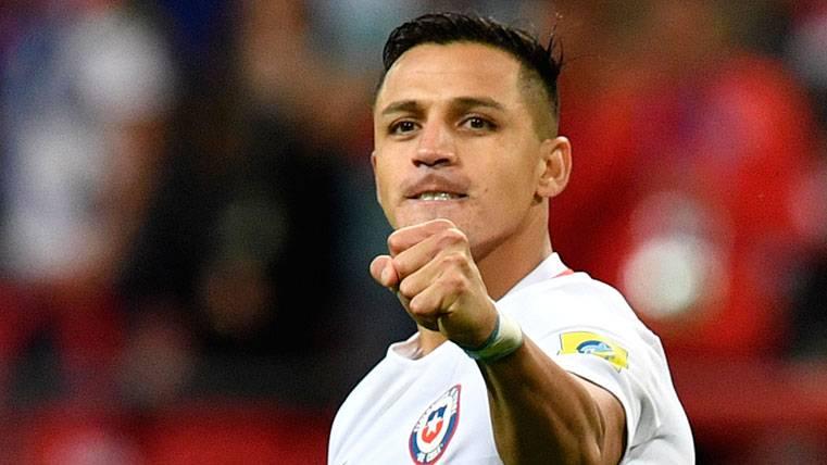Alexis Sánchez, infalible: sentencia a Messi y a Cristiano