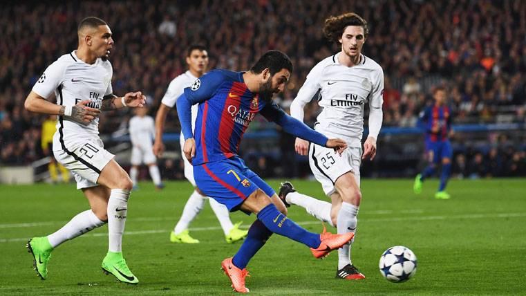 La primera intención de Arda Turan es quedarse en el Barça