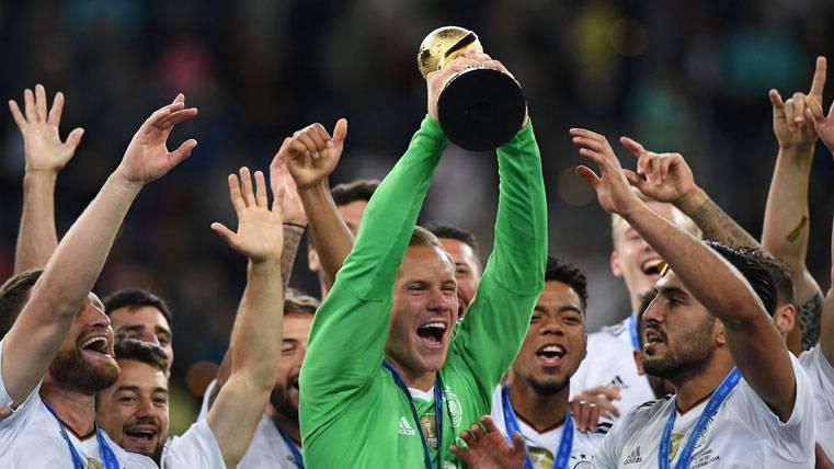 Ter Stegen hace olvidar a Neuer y ya disfruta de vacaciones