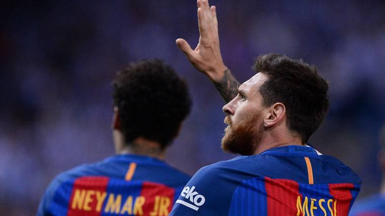 Leo Messi, saludando después de marcar un gol con el FC Barcelona