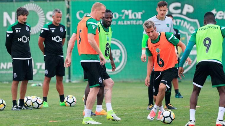 Jérémy Mathieu en un entrenamiento con el Sporting de Portugal