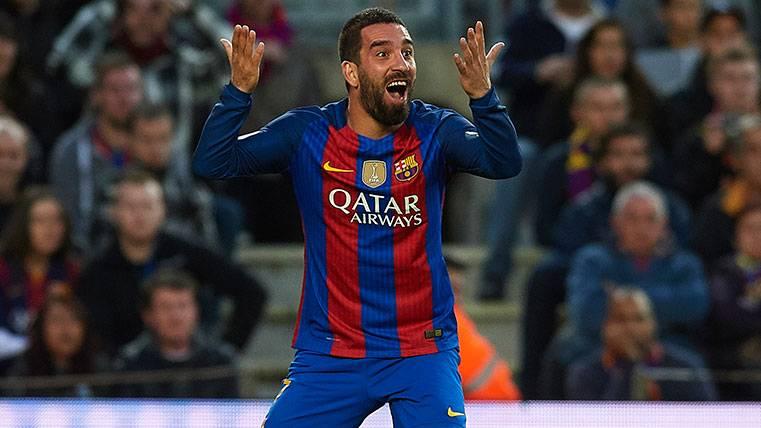 Arda Turan en un partido de LaLiga con el FC Barcelona