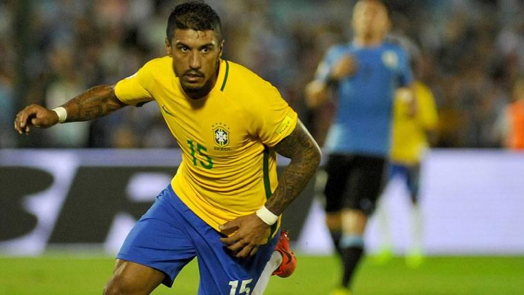 Paulinho, celebrando un gol con la selección de Brasil