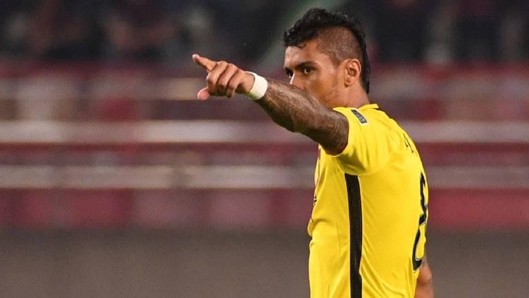 El Guangzhou dice que no dejará salir a Paulinho en verano