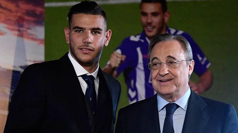 Florentino se acuerda del Barça en la presentación de Theo