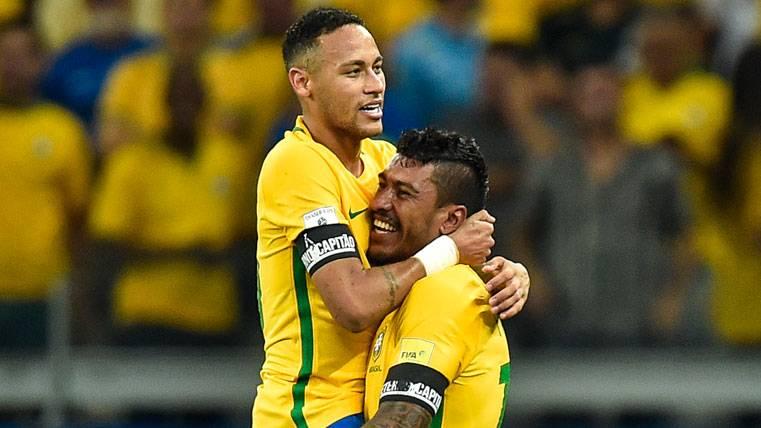 Los elogios de Neymar motivan a Paulinho: Quiere ir al Barça
