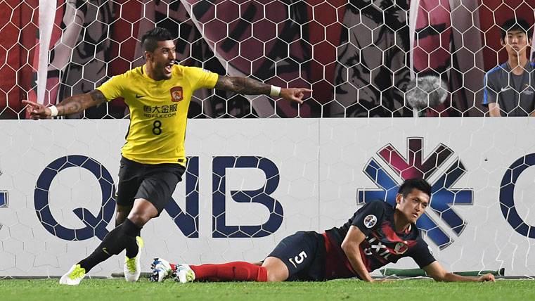 La afición del FC Barcelona, poco ilusionada con Paulinho