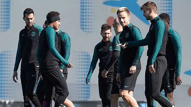 Un nuevo compañero para Piqué, Rakitic y Leo Messi