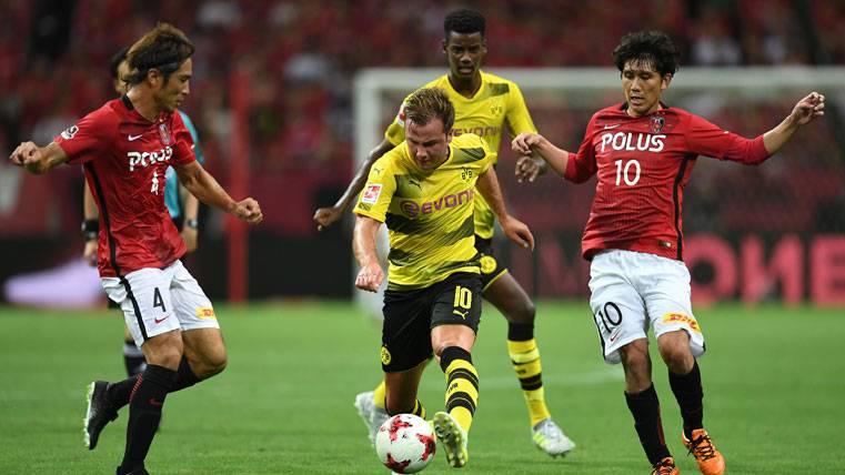 Mario Götze, disputando un partido de pretemporada con el Dortmund