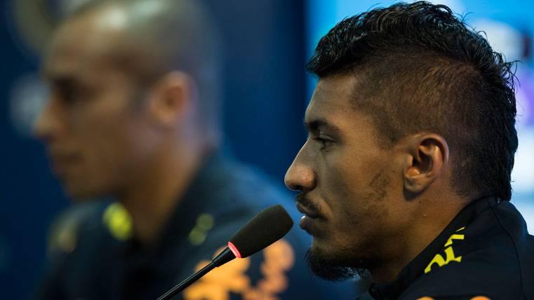 Paulinho, en una rueda de prensa con la selección de Brasil