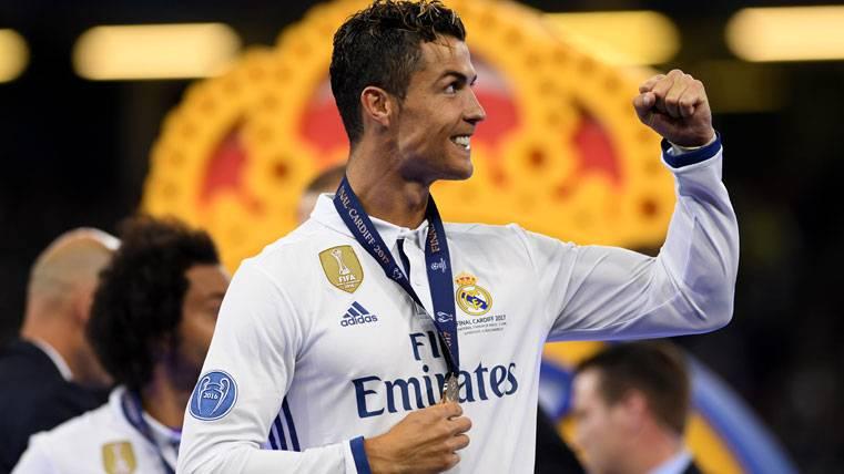 Cristiano Ronaldo, celebrando la Champions con el Real Madrid