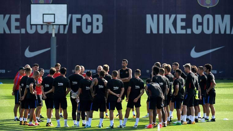 El FC Barcelona, entrenando en la Ciutat Esportiva Joan Gamper