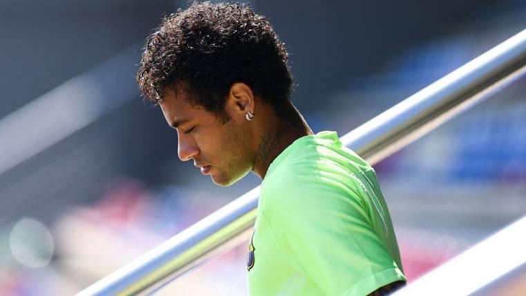 Neymar Jr, saliendo a entrenar con el FC Barcelona
