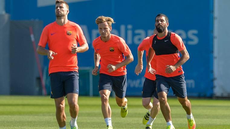 Arda reaparece en el entreno del Barça para calmar los rumores