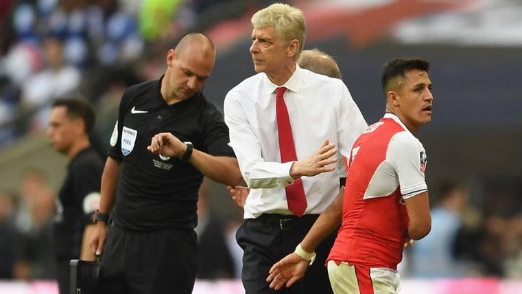 Alexis Sánchez, sustituido por Arsène Wenger en el Arsenal